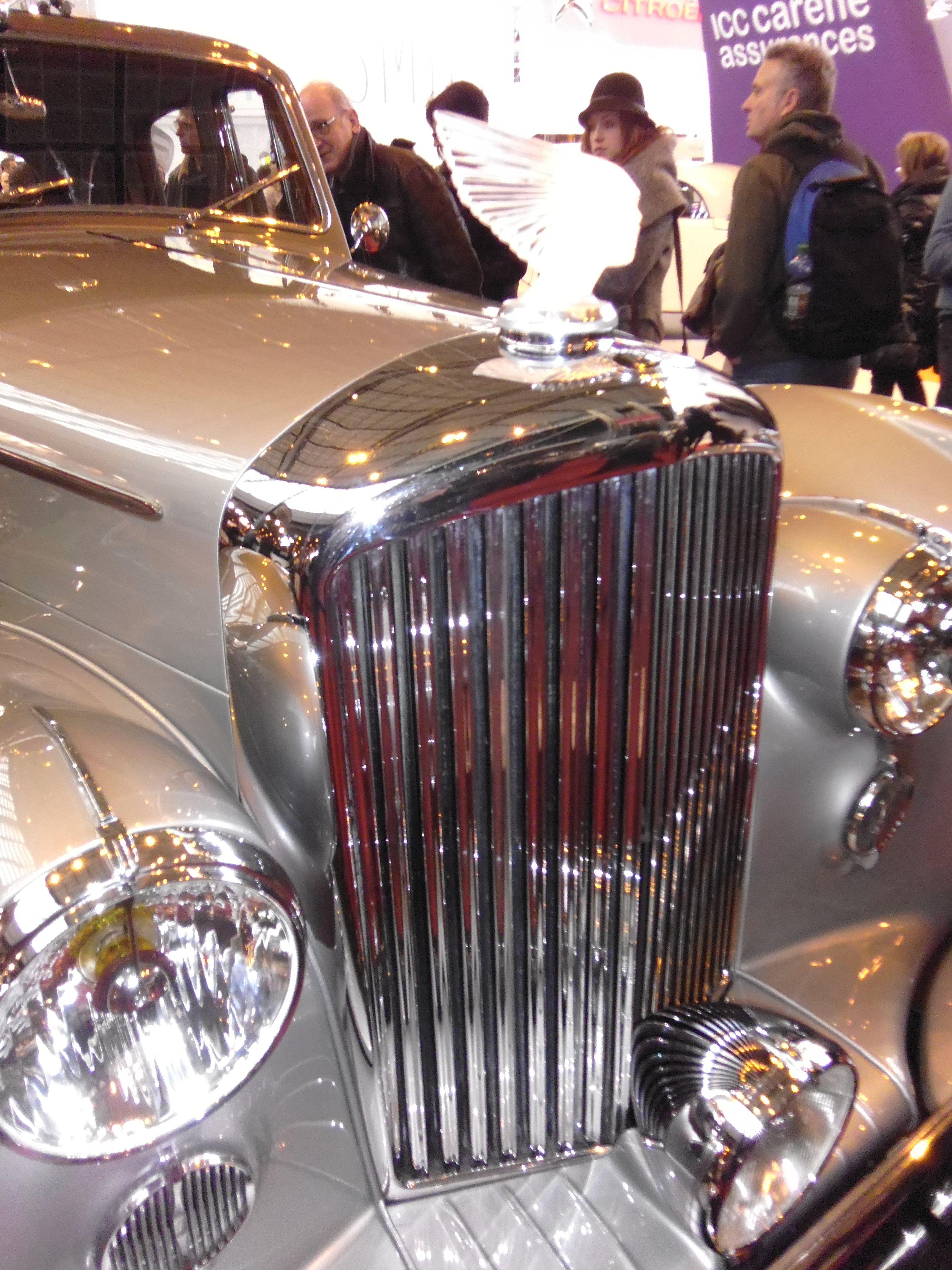 Lalique 'Victoire' on a superb 1950's Bentley.