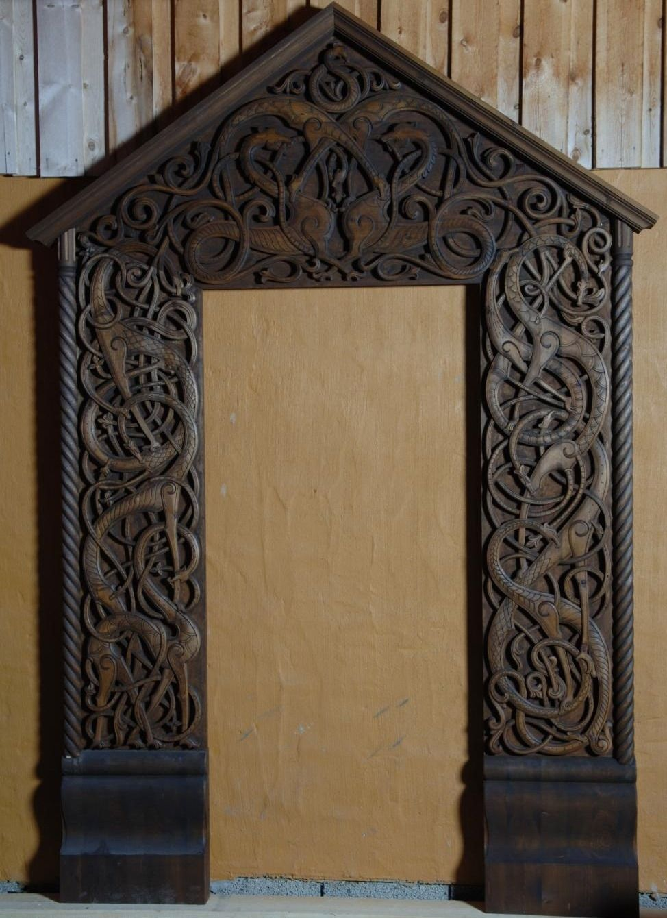 Traditional norwegian wood carving from http