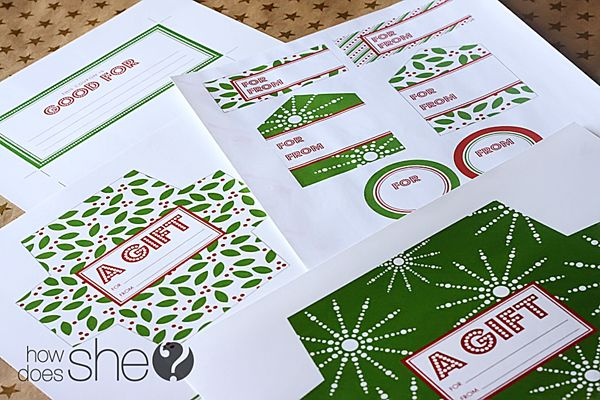 Free printable holiday gift-giving set from HowDoesShe.com