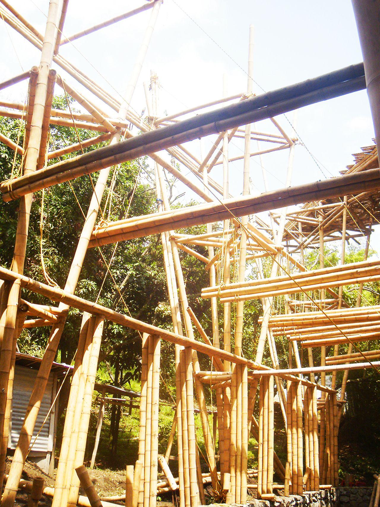 galer a de cali colombia escuela de bamb inicia campa a para finalizar su construcci n 33. Black Bedroom Furniture Sets. Home Design Ideas