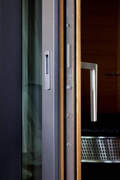 aluminium holz fenster mit verdeckt liegenden beschlgen flchenbndig eingebaut moderne fenster - Moderne Bder Mit Holz