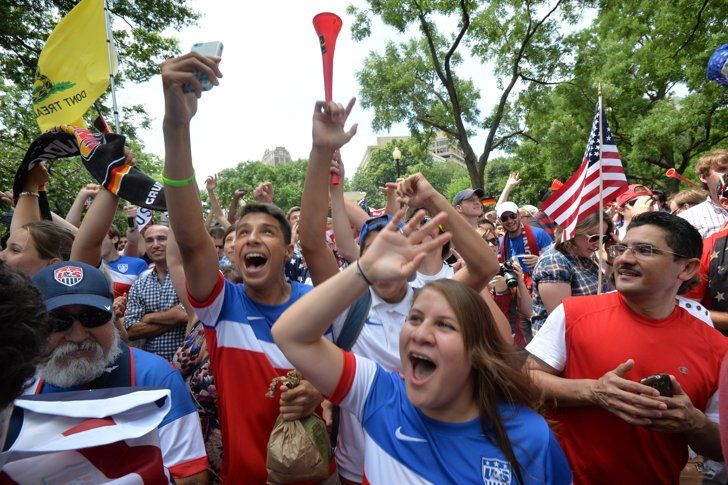 Usa Fans Everywhere Are Going Absolutely Nuts Over The World Cup Dengan Gambar Tuhan Teman Tertawa