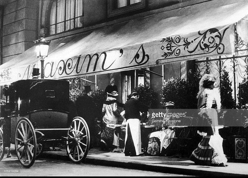 A terrasse du célèbre maxims, au n° 3 de la rue royale, vers 1900 ...