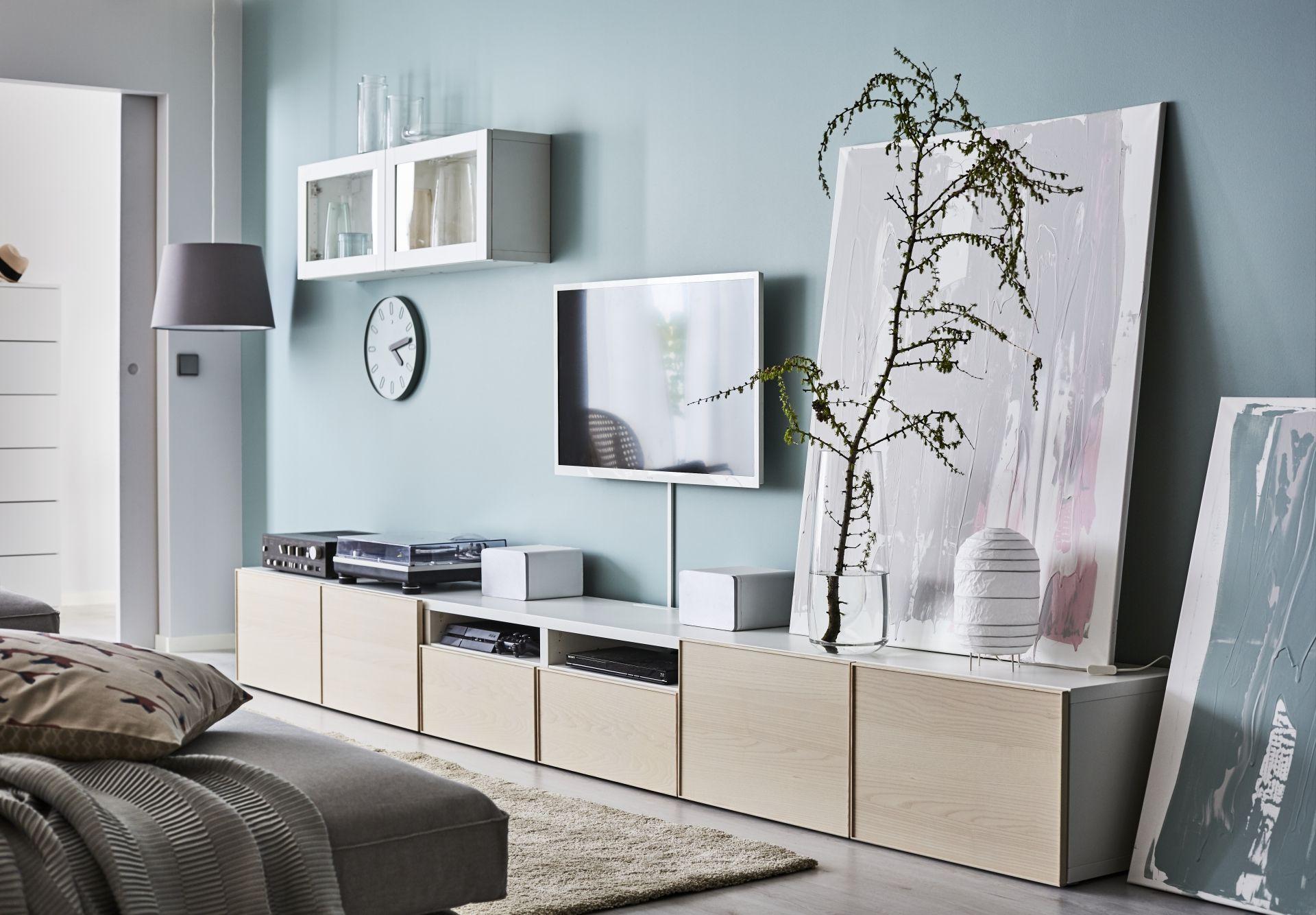 Sal n con muebles bext de ikea en blanco sobre paredes azules salon nuevo pinterest pared - Ikea muebles blancos ...