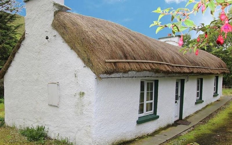 Admirable Quiet Man Style Thatched Cottage For Sale In Donegal Download Free Architecture Designs Ferenbritishbridgeorg