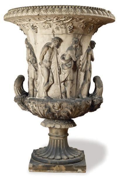 important vase dit medicis en pierre et stuc patin l 39 imitation de terre cuite richement. Black Bedroom Furniture Sets. Home Design Ideas