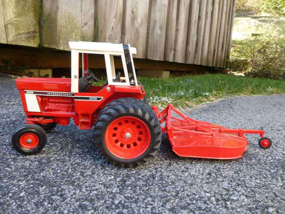 Ertl 1/16 Scale International 1586 Tractor w/ Bush Hog Rotary Cutter
