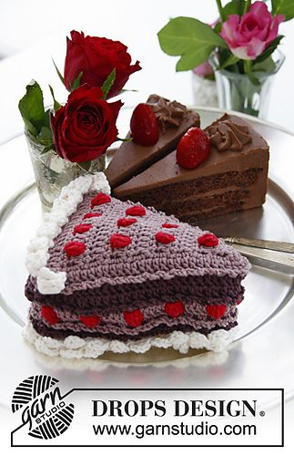 Piece Of Cake With Berries And Cream In Muskat Crochet Cake Crochet Food Food Patterns