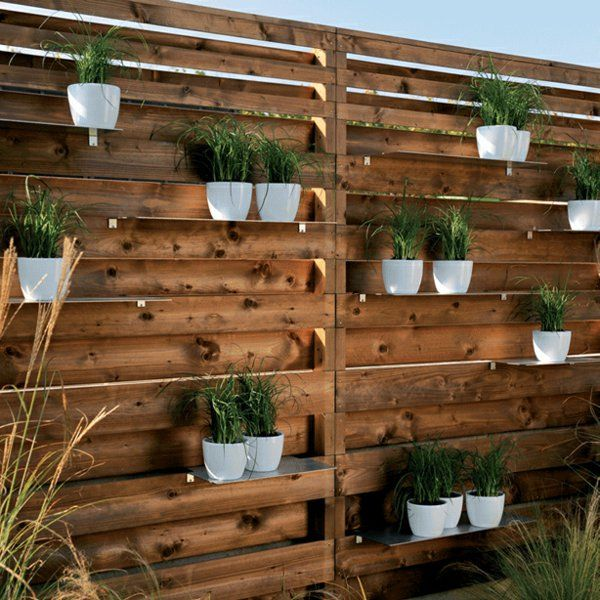 Choisissez un panneau occultant de jardin pots de fleurs for Decorer une terrasse en bois