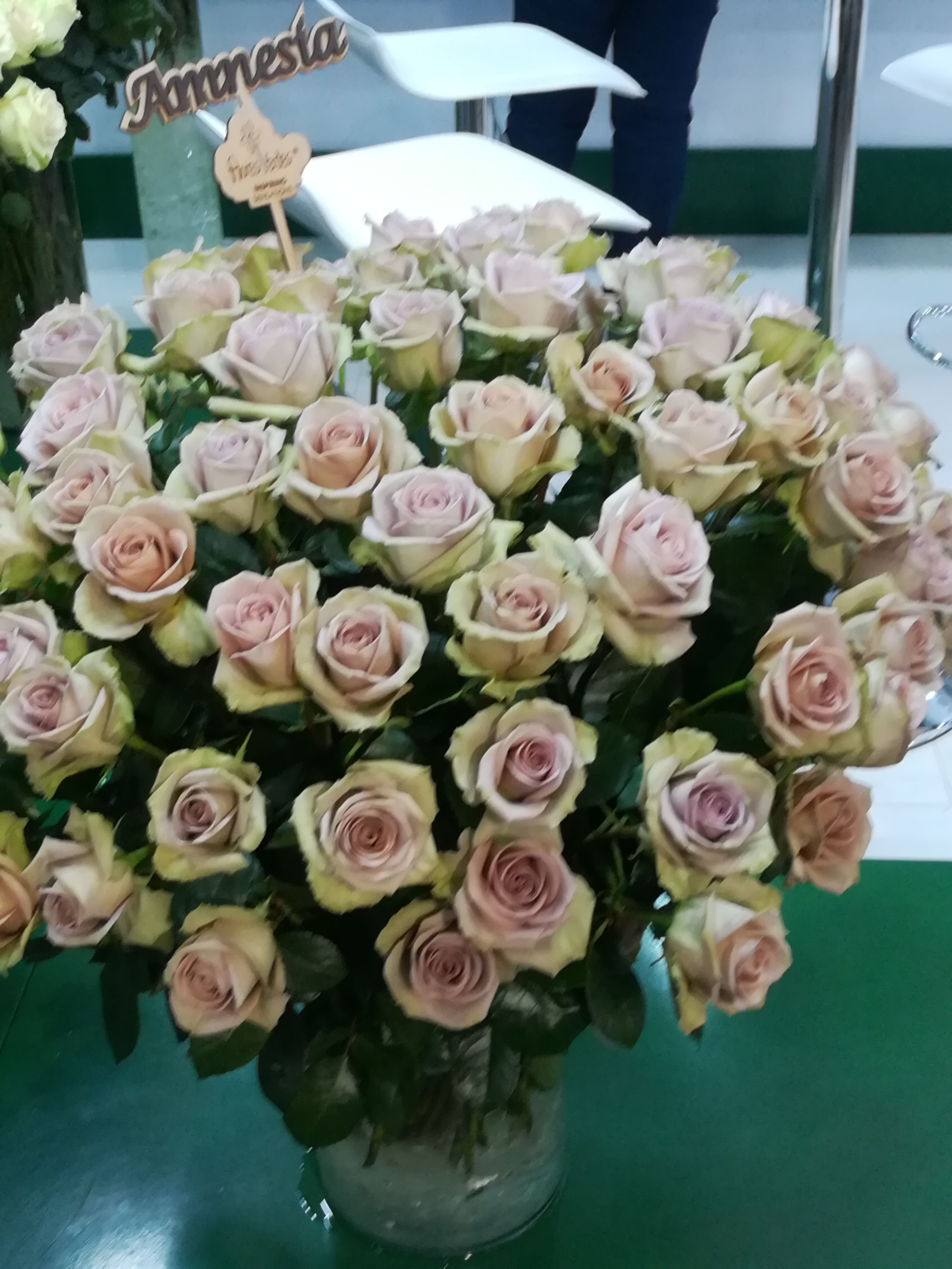 Where To Bulk Flowers Online For Your Wedding Roses Peonies