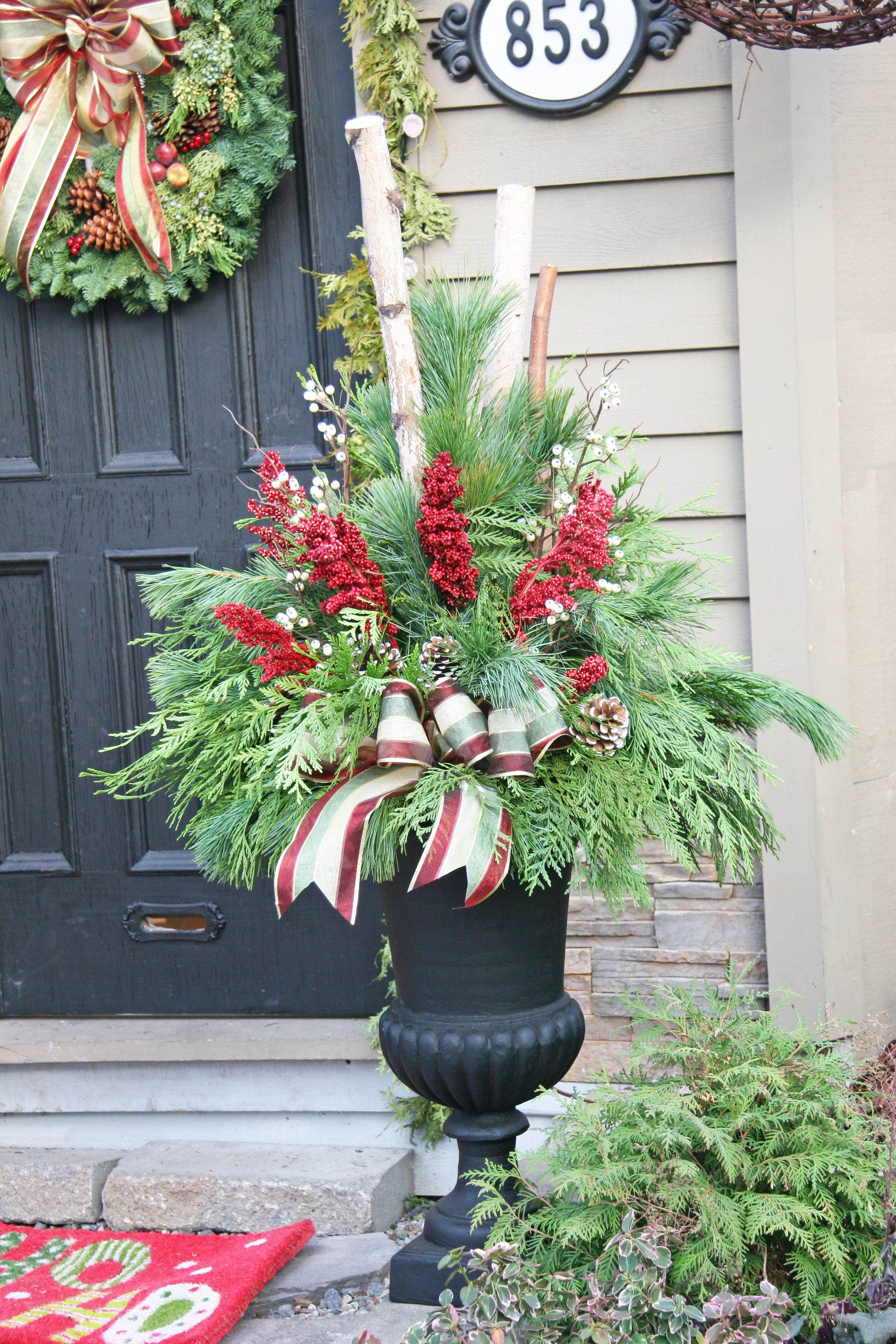 Outdoor christmas planter outdoor christmas planters for Yard planter ideas