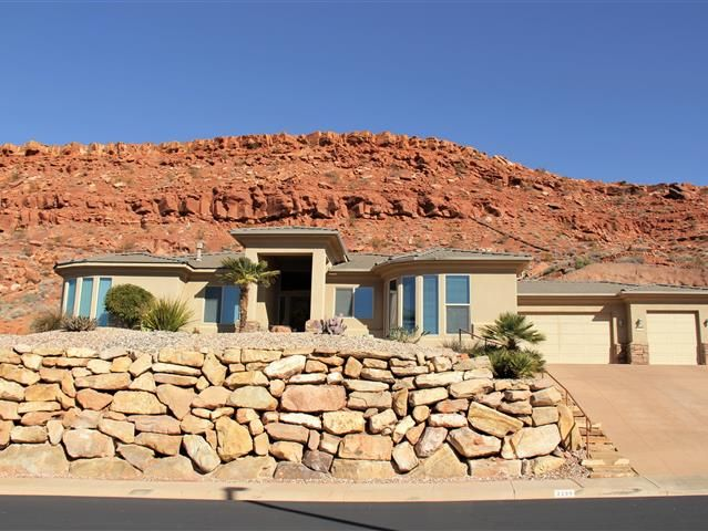 Wow Amazing Home With Stunning Views Must See At Sunset From Crows Nest. Beautiful  Kitchen