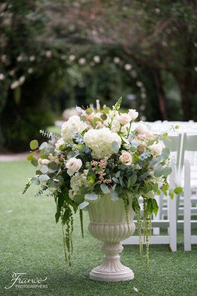 Twin Oaks Garden Estate Wedding | San Diego Wedding | Rainy Day Wedding | Ceremony | Wedding Florals | Jessica Van of France Photographers