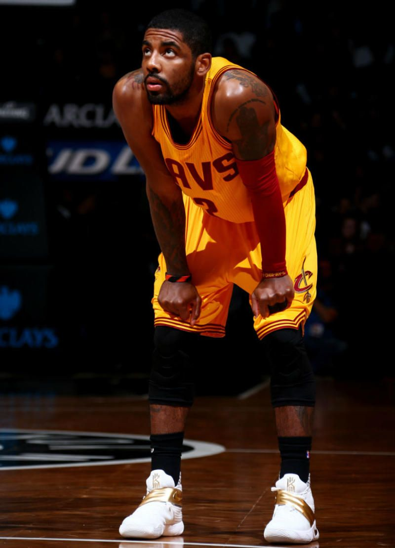 a6b9ddef4bdec Kyrie Irving Wears White Gold Nike Kyrie 2 (2)
