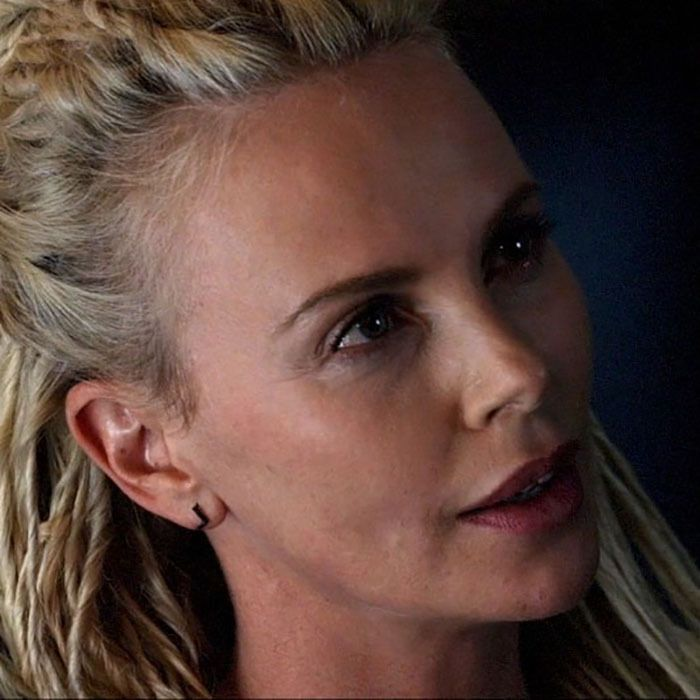charlize theron en fast furious 8 the fate of the furious 2017 charlize theron. Black Bedroom Furniture Sets. Home Design Ideas