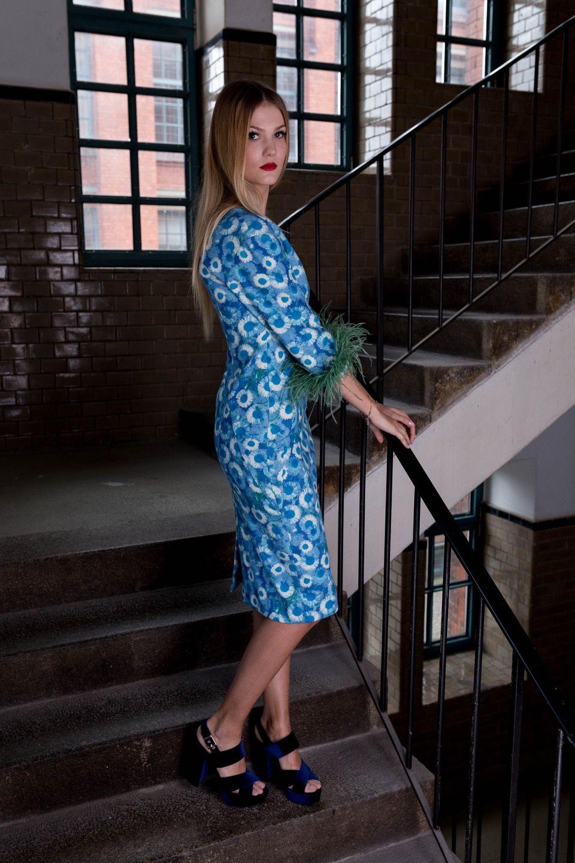 Kostenloses Schnittmuster zum Download: blaues Kleid mit Muster ...