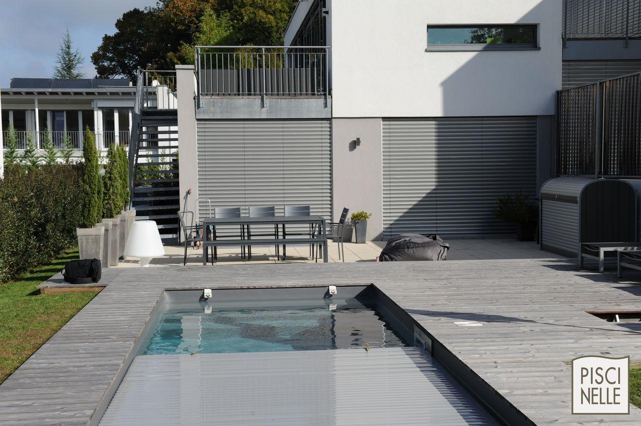 piscinelle avec couverture de piscine immerg e gris qui se. Black Bedroom Furniture Sets. Home Design Ideas