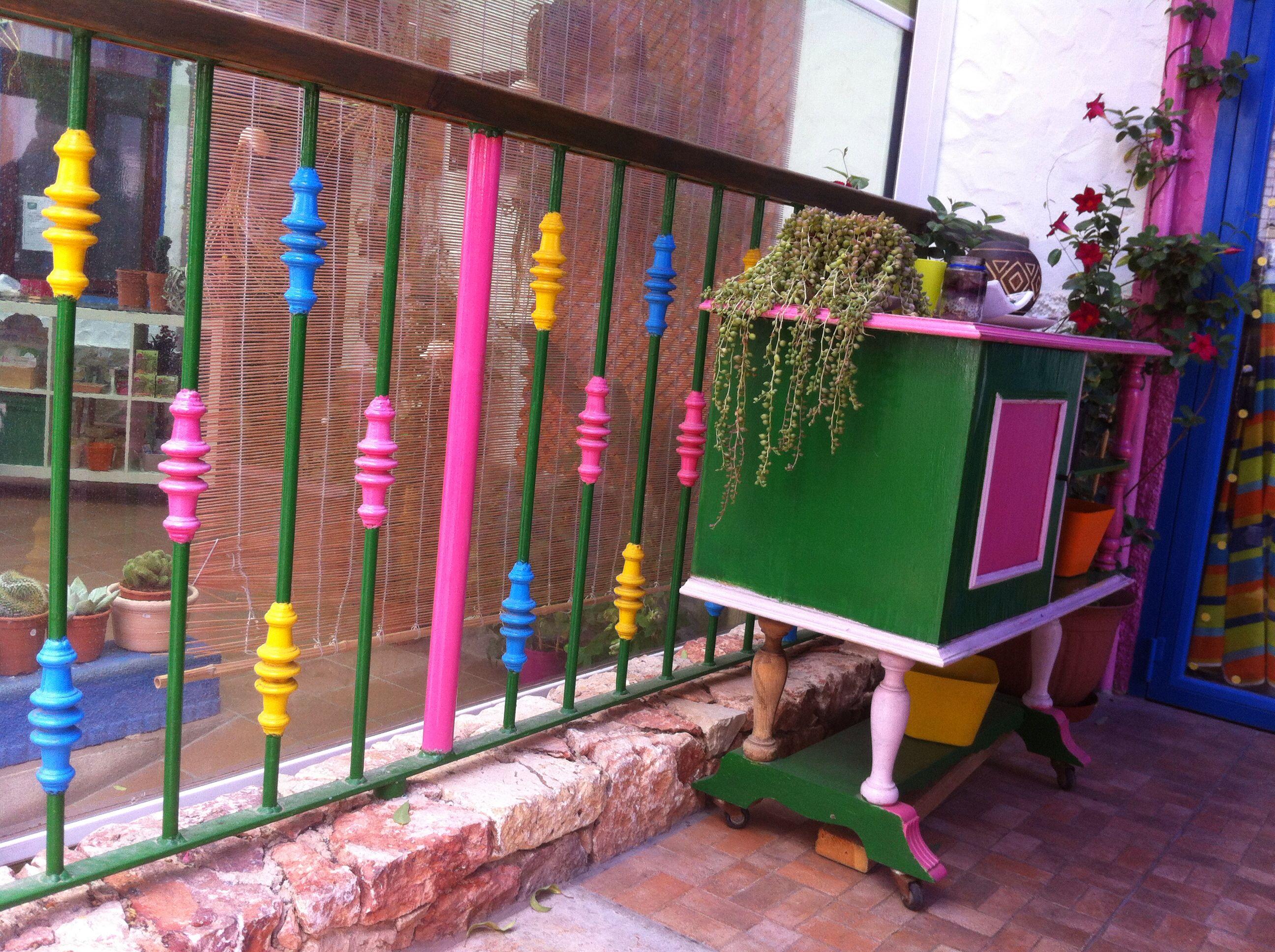 Vivan los colores!una barandilla muy alegre!!