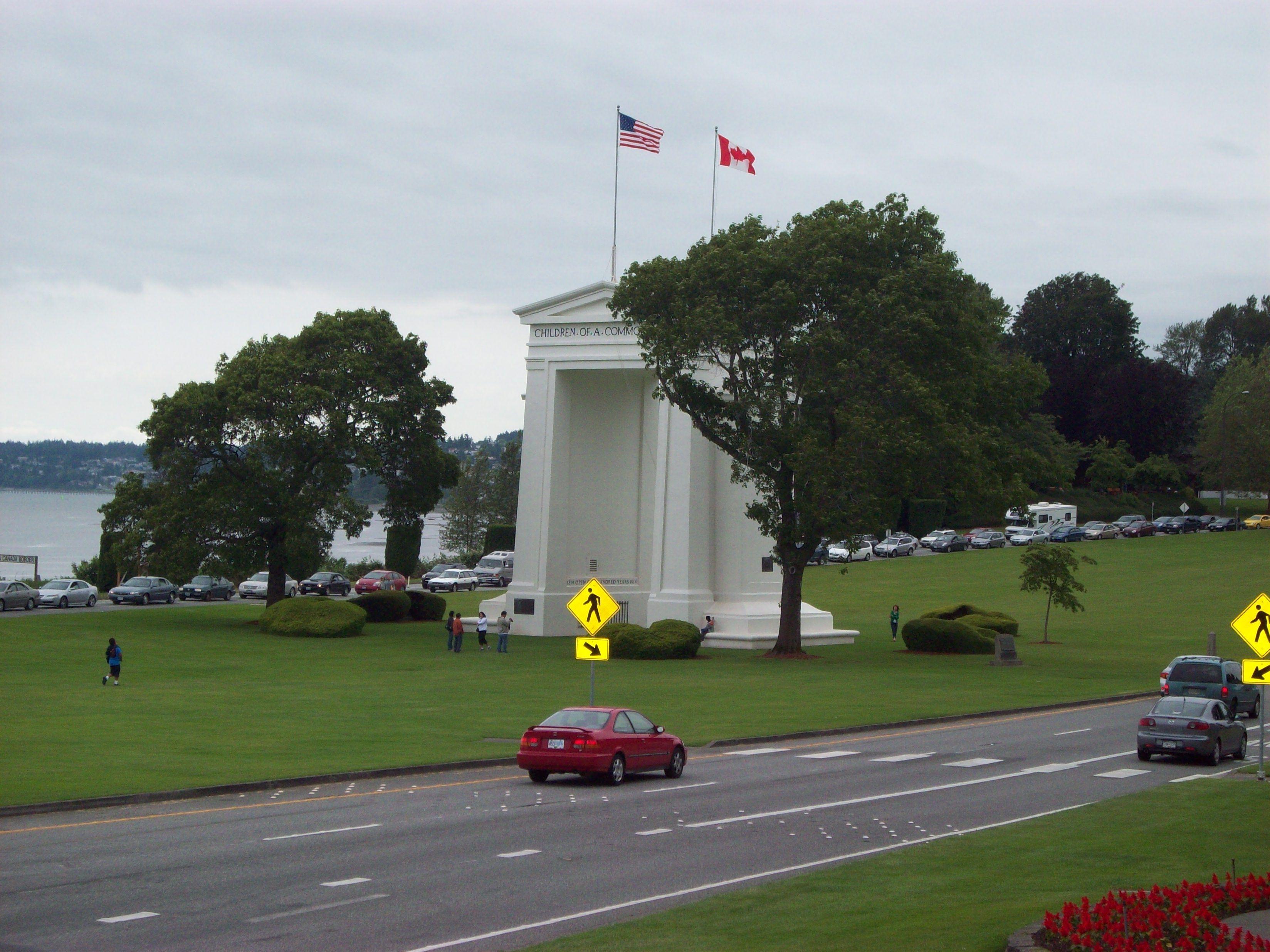 Peace Arch Park Blaine Wa Us Canada Border Crossing Arches Park Places To Travel Favorite Places