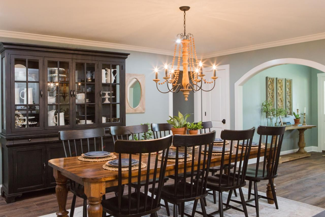 Photos Hgtv S Fixer Upper With Chip And Joanna Gaines Hgtv In 2019 Dining Room Design