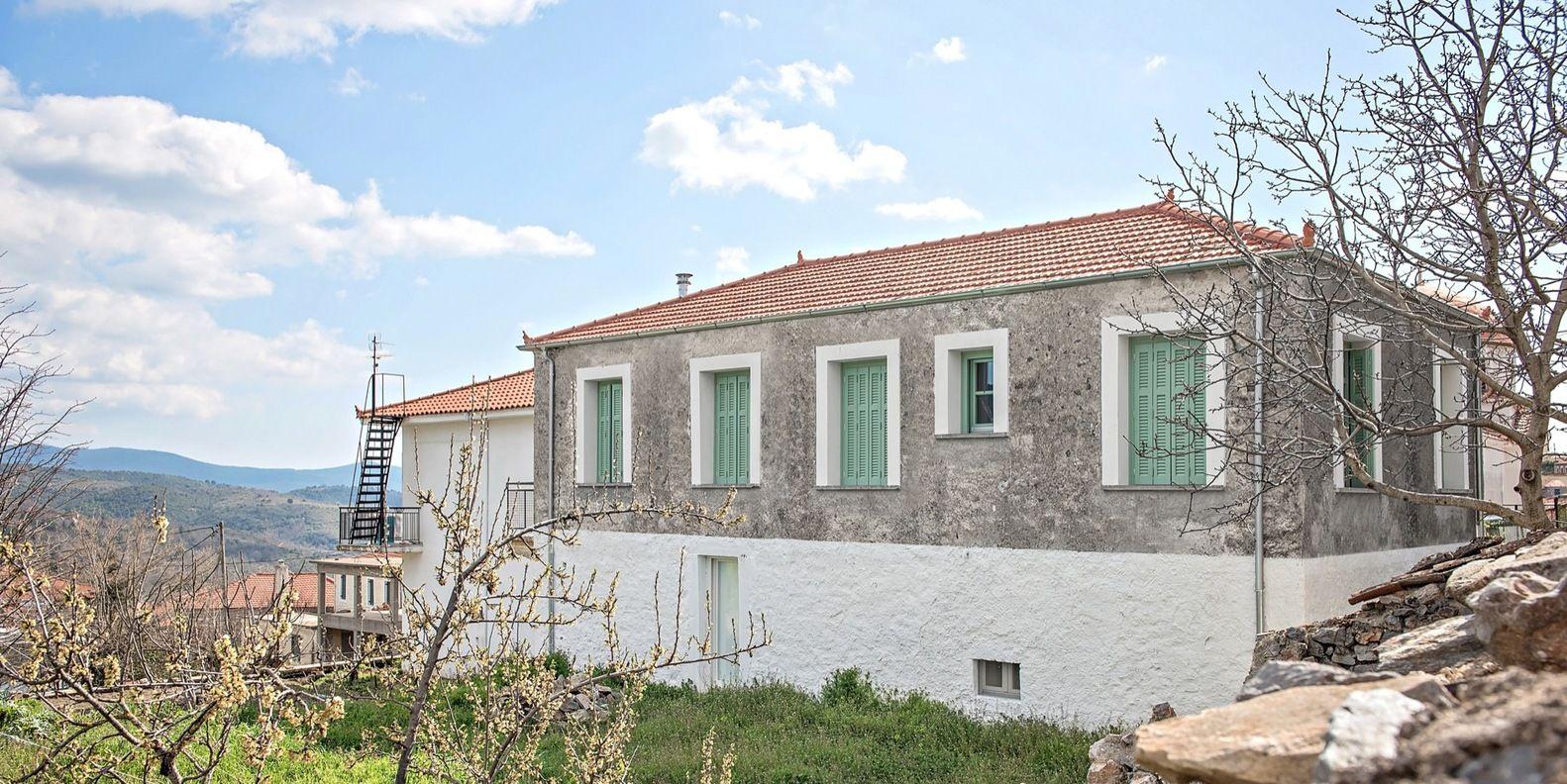 Galería de Casa de vacaciones en Karyes / Plaini and Karahalios Architects - 13