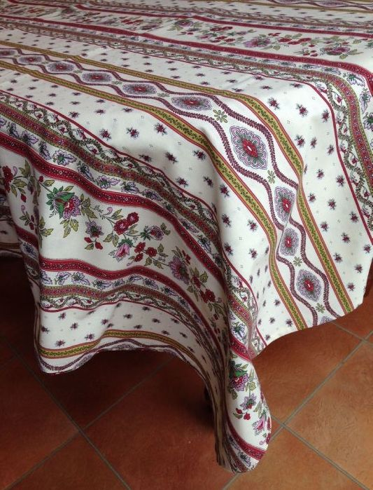 Traditional Provence Paisley Design In Pinks And Greens On A Cream