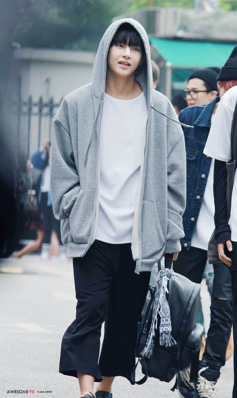 Taehyung starter kit street fashion look http://bts0715.tumblr.com/post/139801148060/awesome95-do-not-edit