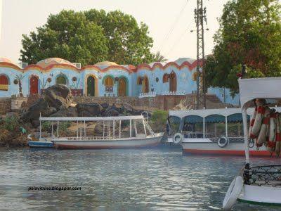 Vila às margens do Rio Nilo