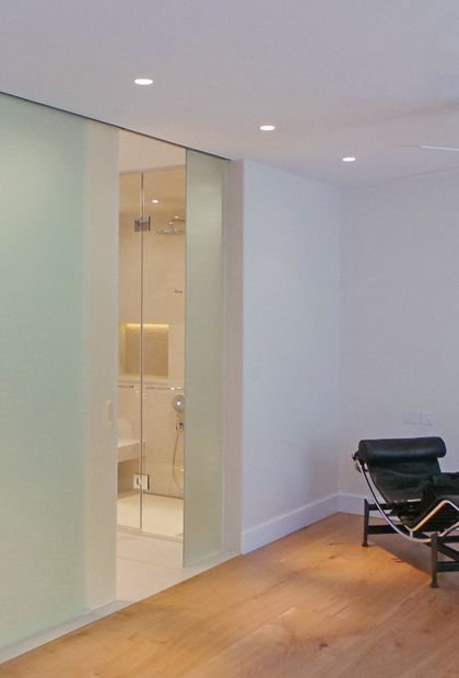 SSI frameless sliding entrance door to ceiling with recess sliding on