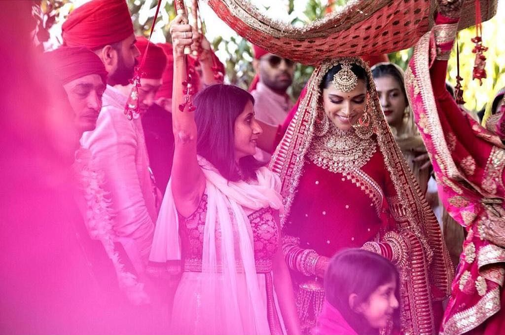 18 Ideas To Steal From Deepika Ranveer S Wedding Indian Bride Entry Indianwedding Indianje Indian Wedding Photography Bollywood Wedding Celebrity Weddings