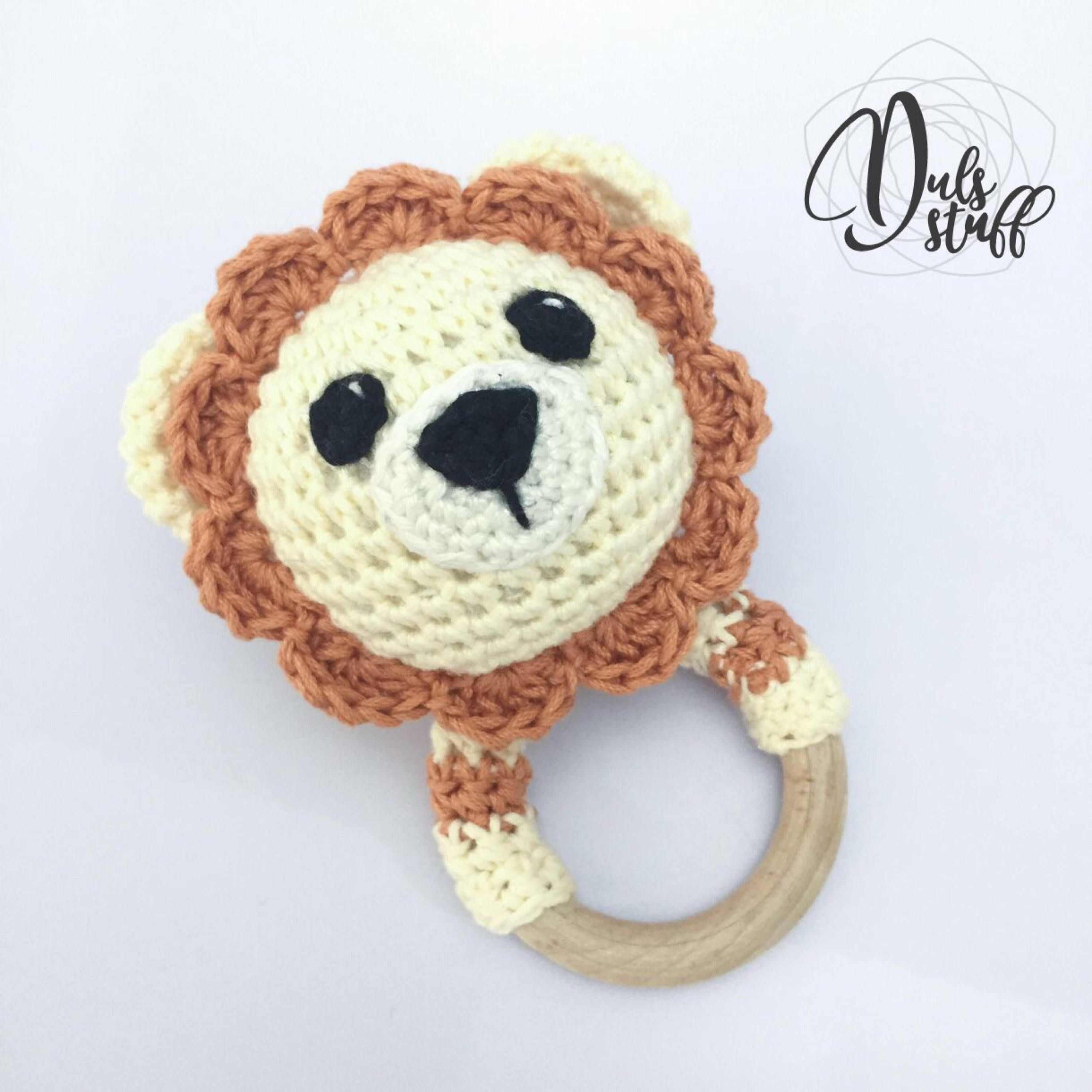 Crochet and wooden lion baby rattle and teether | León crochet ...