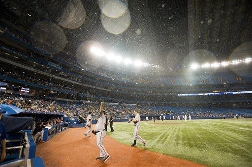 September 4 2012 It Was A Strange Night At The Rogers Centre They Opened The Roof During Rogers Centre Blue Jays Game Toronto Blue Jays Baseball