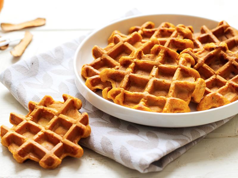 Une recette originale de gaufre à la patate douce délicieux avec du miel ou du sirop d'érable.