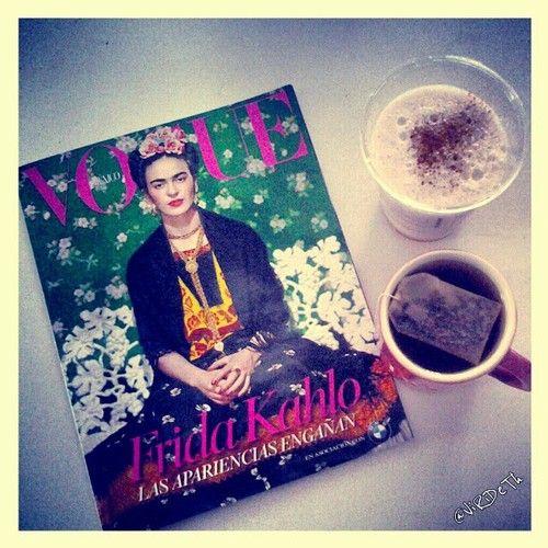 "Me encanta #earlyreading "" #FridaKahlo Las Apariencias Engañan. … @VogueMexico "" Virideth  Love it! "" appearances are deceptive  #vogue #México ""   #breakfast #desayuno #malteada #milkshake  #fresa #strawberry #te  #covermagazine #magazine #fashion"
