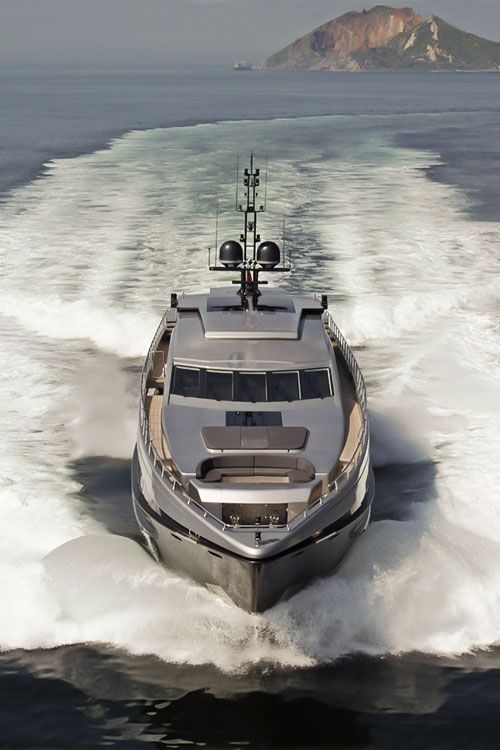 Amazing, luxury, awesome, expensive, enormous, giant, modern, exclusive boat & yacht. Increible, lujoso, espectacular, caro, enorme, gigante, moderno, exclusivo barco/yate.