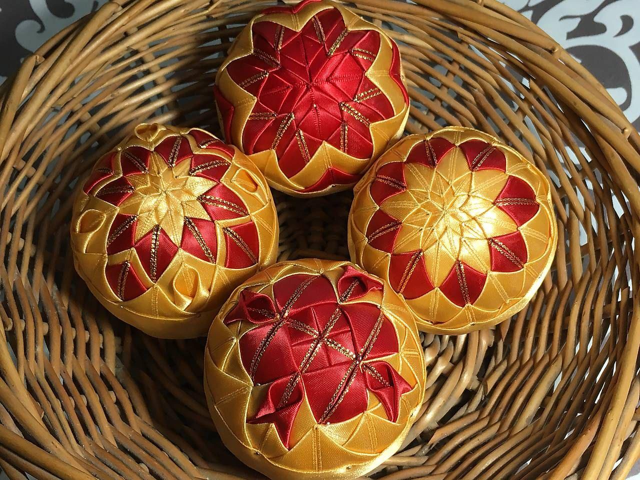 vianočné patchworkové gule červeno-zlaté