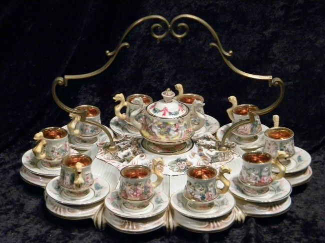 Capodimonte Italy porcelain tea set: 10 cups with saucers and lidded sugar on recessed handled carrying tray.