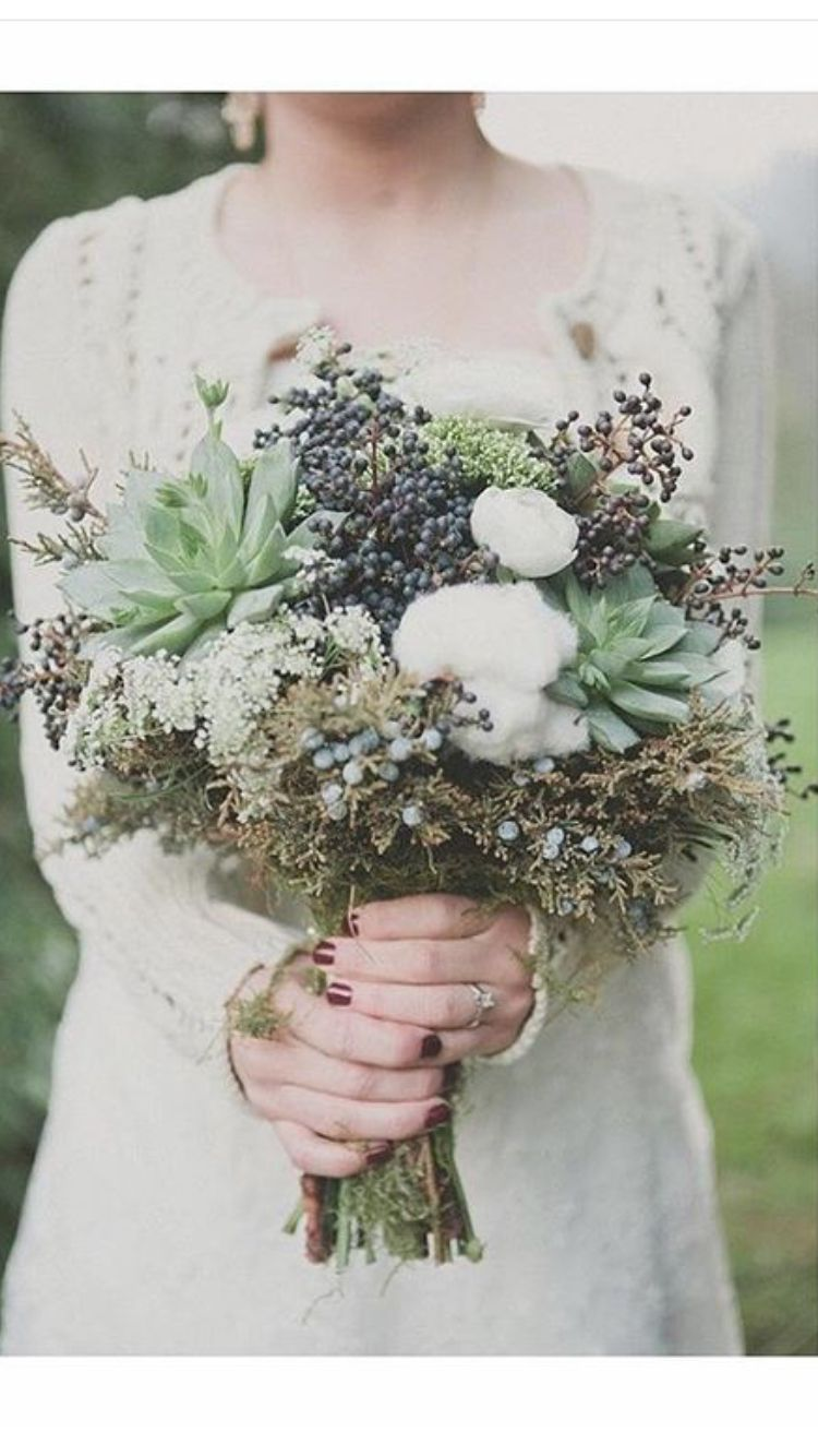 I love the blend of succulents and wildflowers ♡