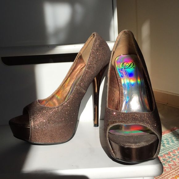 Diva Brand Stilettos Copper sparkly Diva shoes! Worn a couple times. Perfect for New Years! Shoes Heels