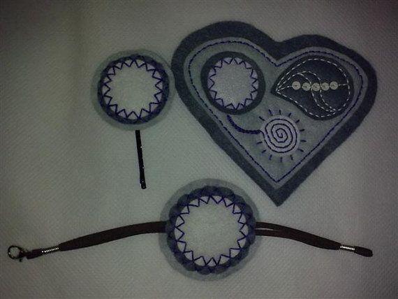 Broche en forma de corazón con una horquilla y una por BellyPork, €8.50
