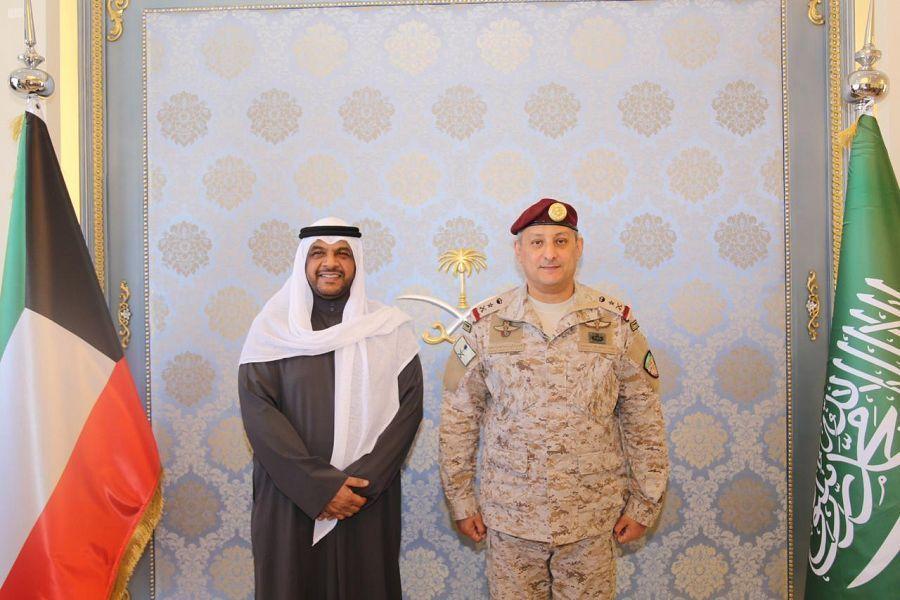 قائد القوات المشتركة يستقبل نائب رئيس مجلس الوزراء وزير الدفاع الكويتي صحيفة البلاد Fashion Academic Dress Dresses