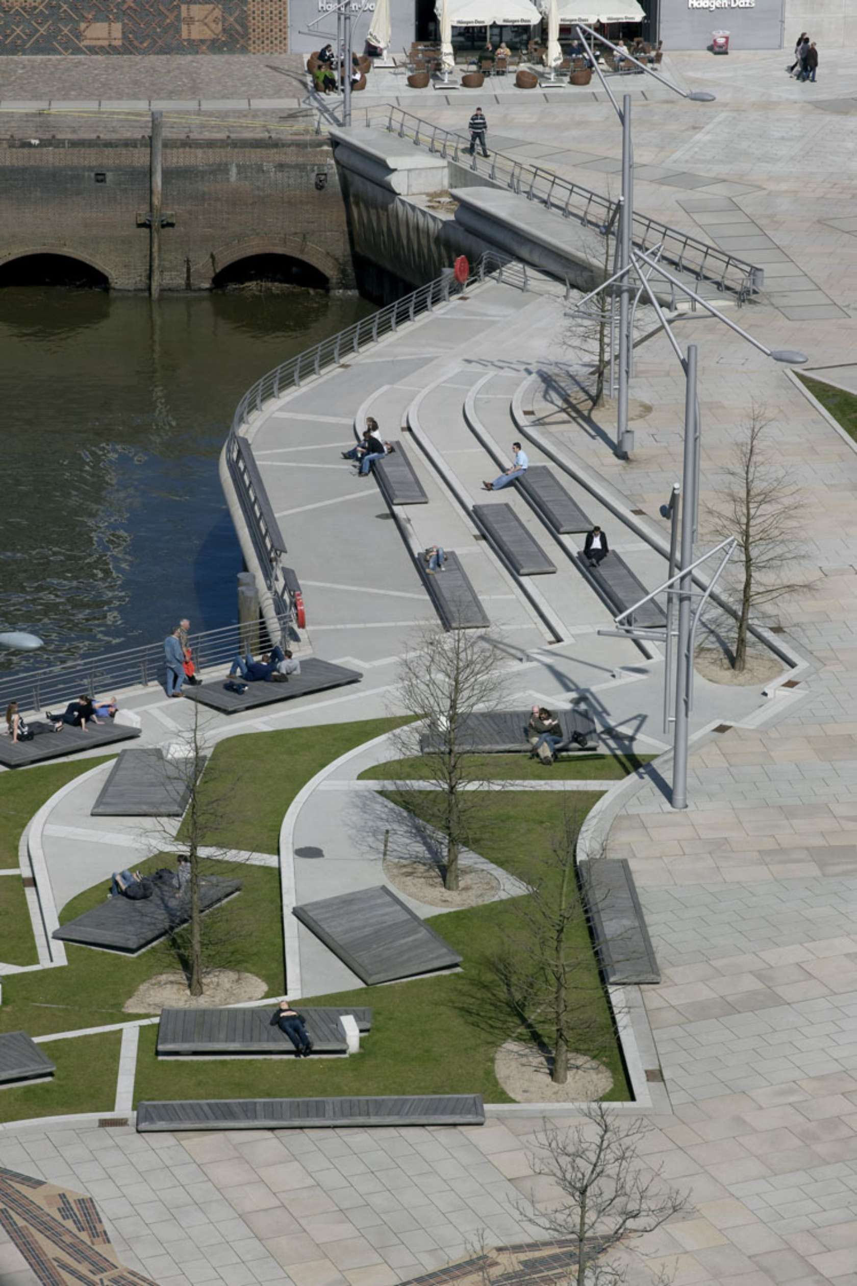 Hafencity public spaces hamburg germany miralles for Space architects and planners