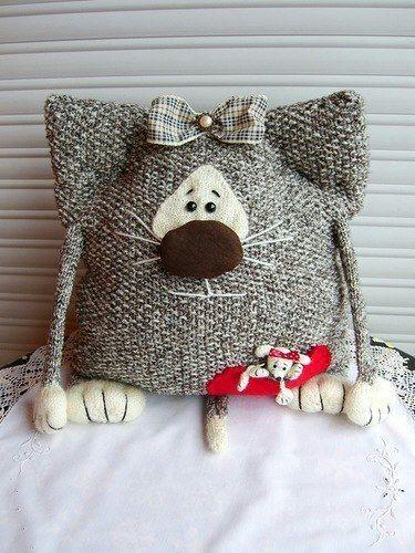 35476ddc5174 забавные кото - подушки, вязаные подушки, как связать подушку на диван,  занятные смешные оригинальные подушки для дивана