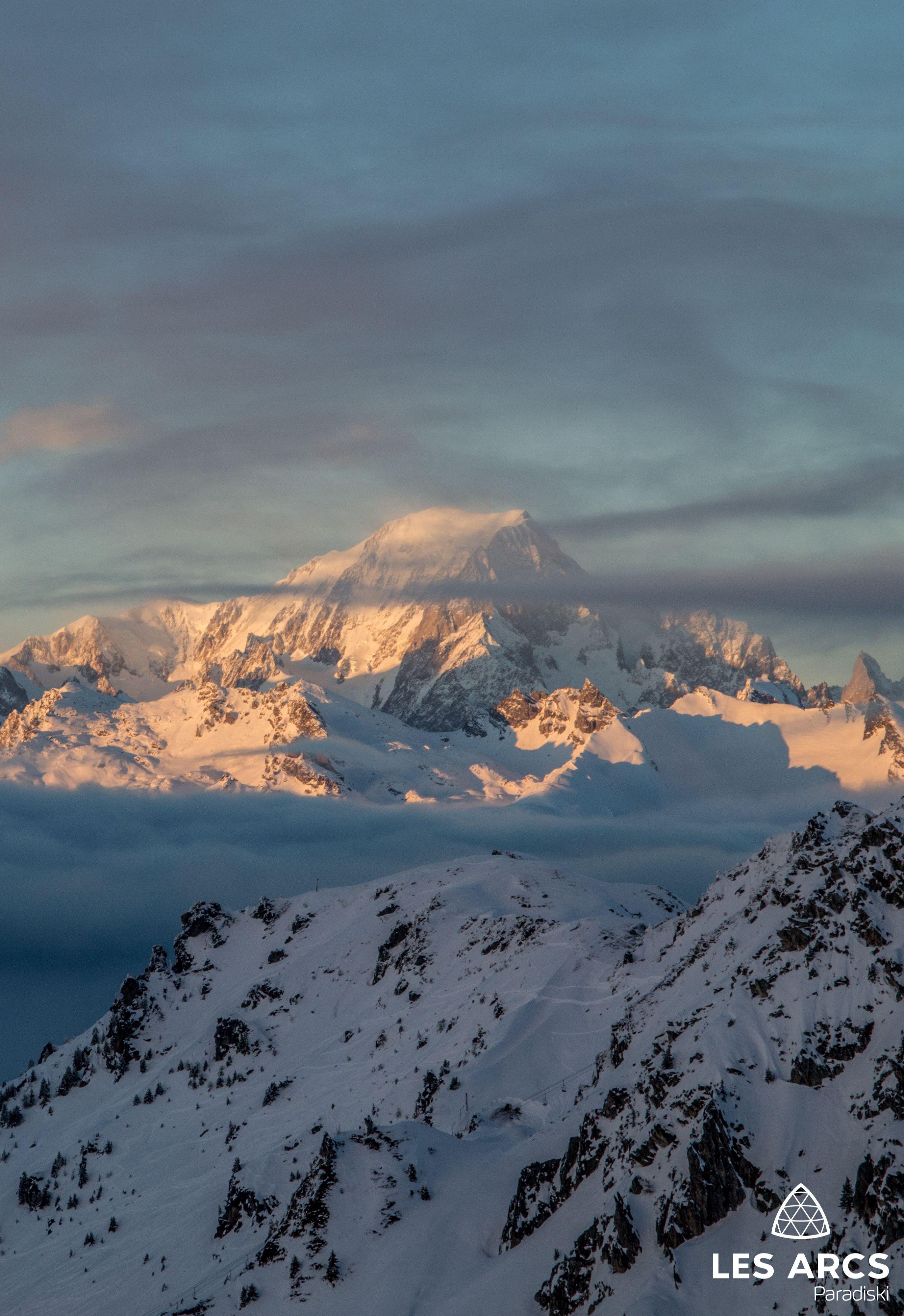 En Hiver Terminez Votre Journee De Ski Par Un Coucher De Soleil Sur Le Mont Blanc Depuis Les Pi Paysage Hiver Montagne Fond Ecran Montagne Paysage Montagne