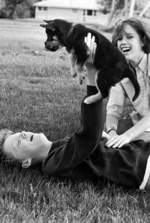 Anthony Michael Hall & Molly Ringwald take a break during ...