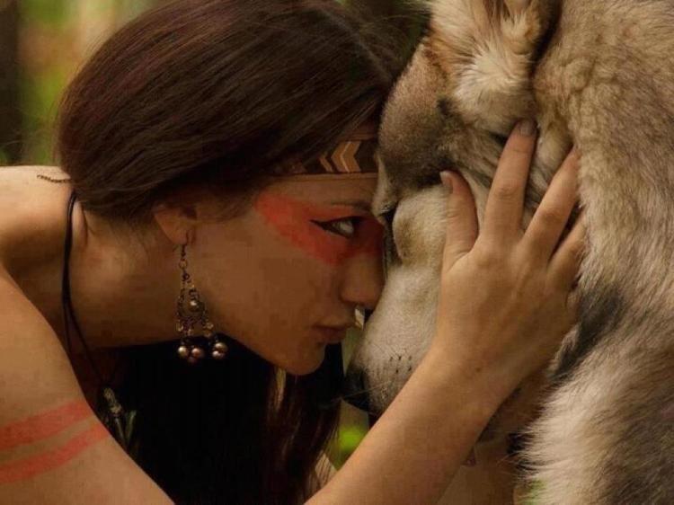 Resultado de imagen de mujer amazona con lobo