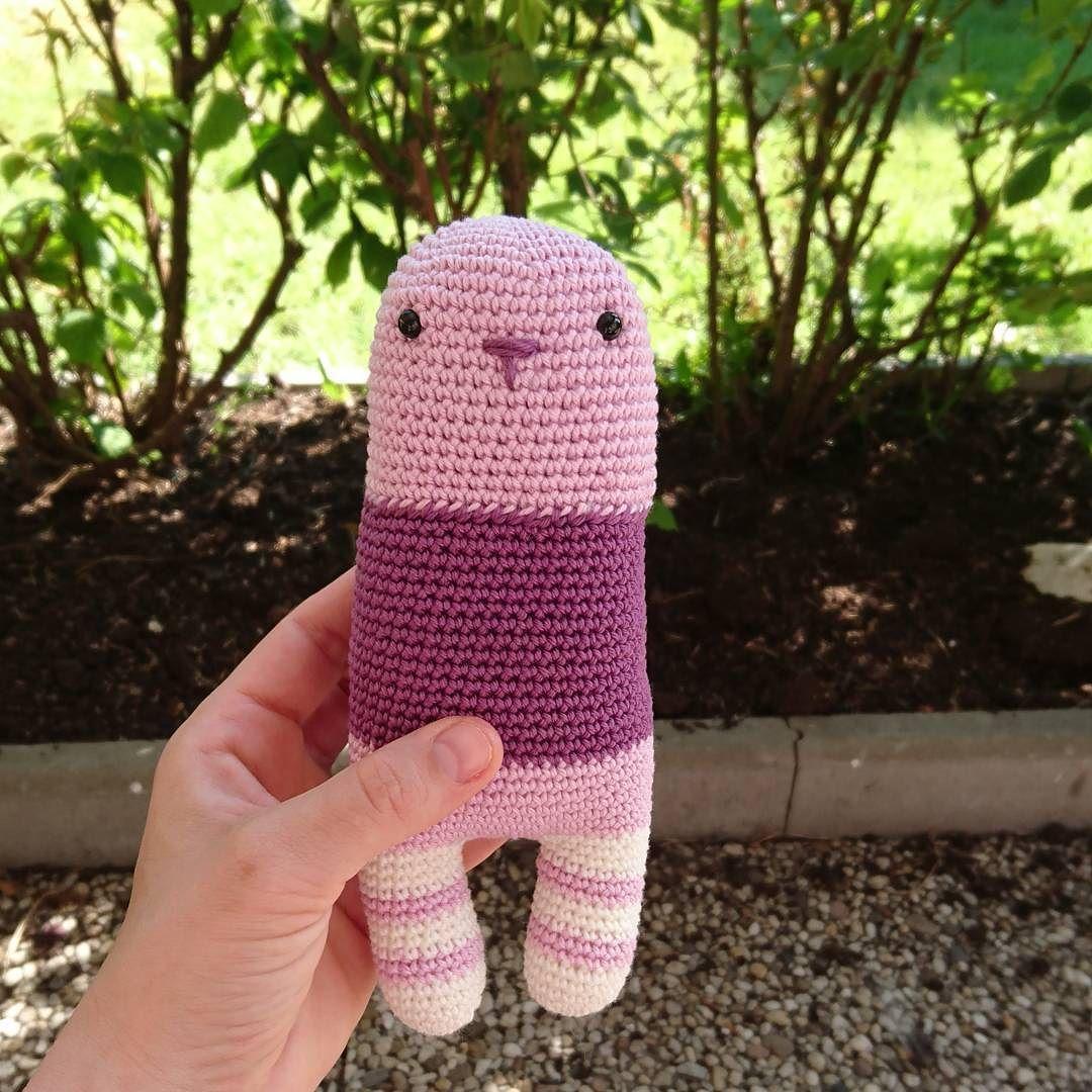 Nach einem Nickerchen und einer Mango kann es munter weitergehen  #crochetersofinstagram#amigurumi#crochet#häkeln #handemadetoys#kidsroom#yarnaddict#yarnaholic#babygift #bunnysofinstagram #dollmaker#dollmaking #crocheter#crochetaddict#igcrochet#instacrochet#makersgonnamake#supporthandmade#ilovecrochet#madebyme#diy#diyaddict#einhornliebe#handmade#stripes by kreativbuero_