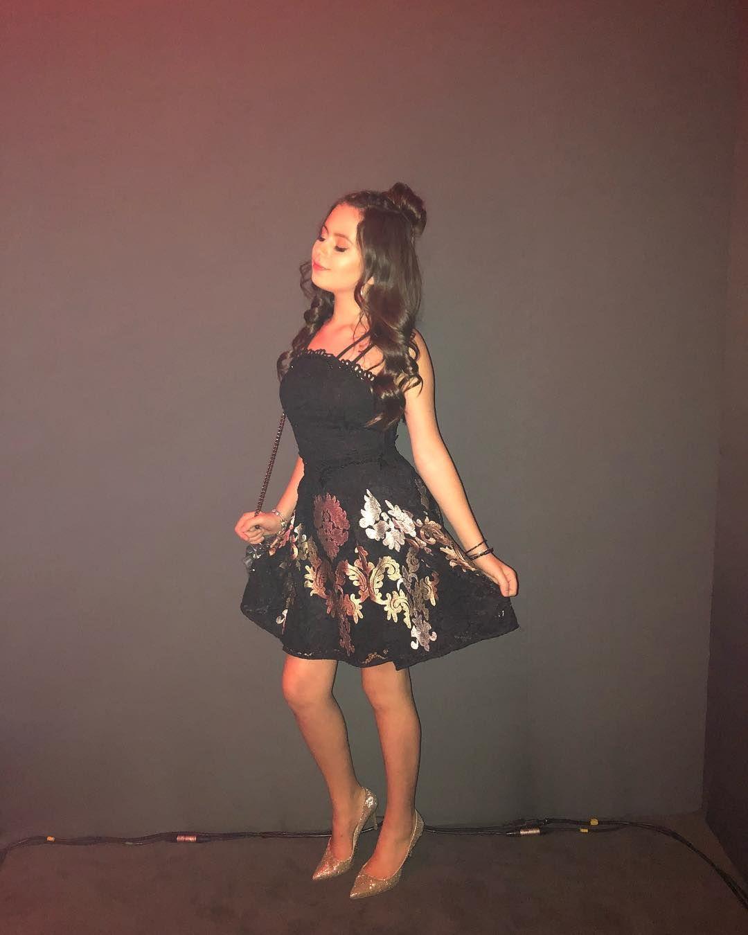 Pin de Larissa Manoela OFICIAL!! ✓ em Celebrities em 2019   Pinterest    Celebrities ee71df29a4