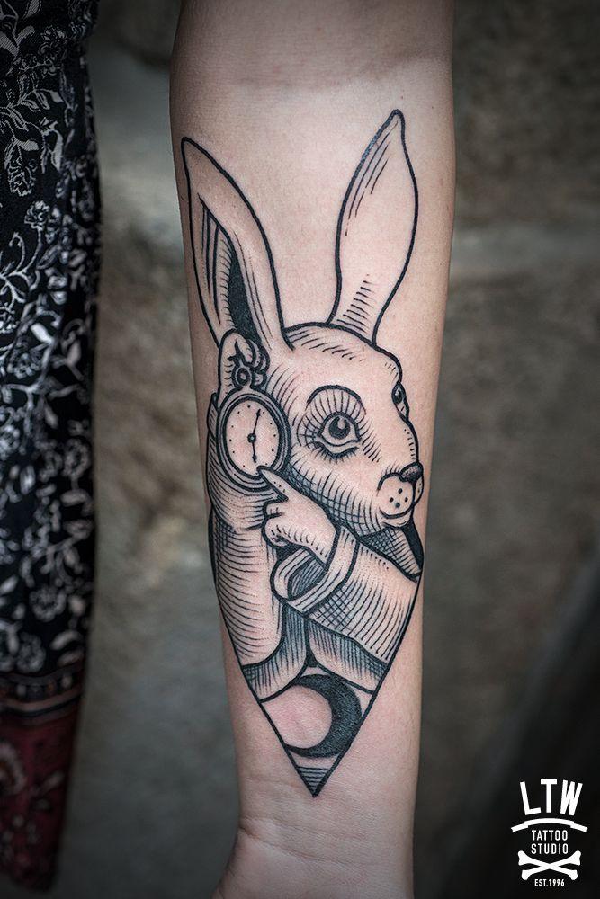 conejo blanco de alicia en el pais de las maravillas por cisco tattoo pinterest tattoo. Black Bedroom Furniture Sets. Home Design Ideas