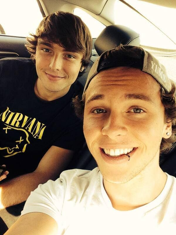Wesley and Keaton Stromberg #emblem3 That lip ring though